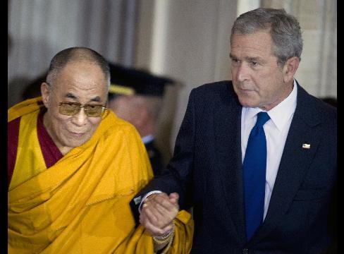 upload_to/images_forum/6006-bush_gives_dalai_lama_congressional_medal_china_furious.jpg